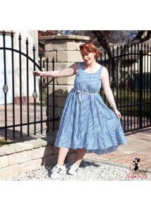 Kék-fehér csíkos ruha övvel