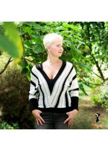 V kivágású kötött szűk pulóver