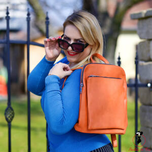 Narancs színű hátitáska