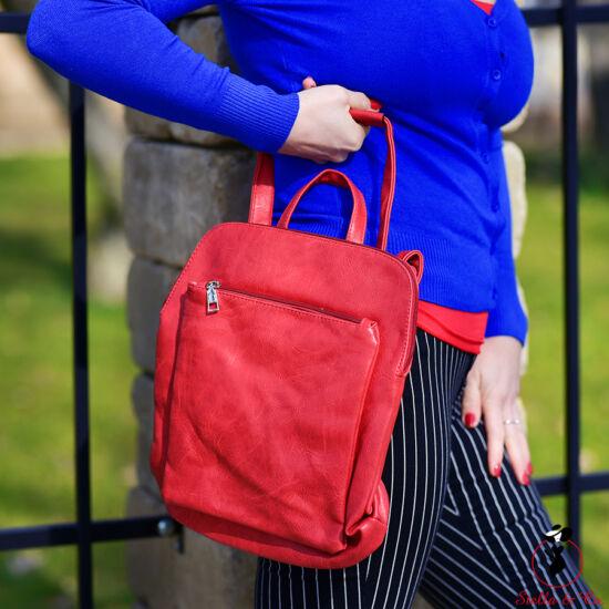 Piros színű hátitáska