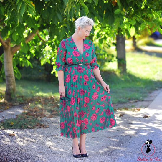 Rózsamintás mintás öves rakott ruha