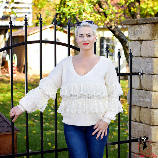 Csipke díszítésű pulóver